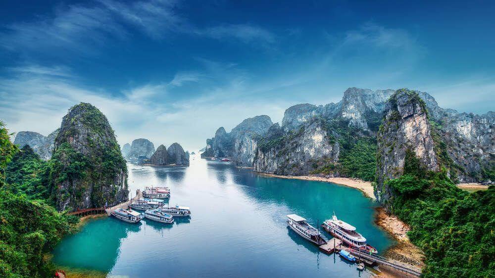 Boten in de baai, Vietnam