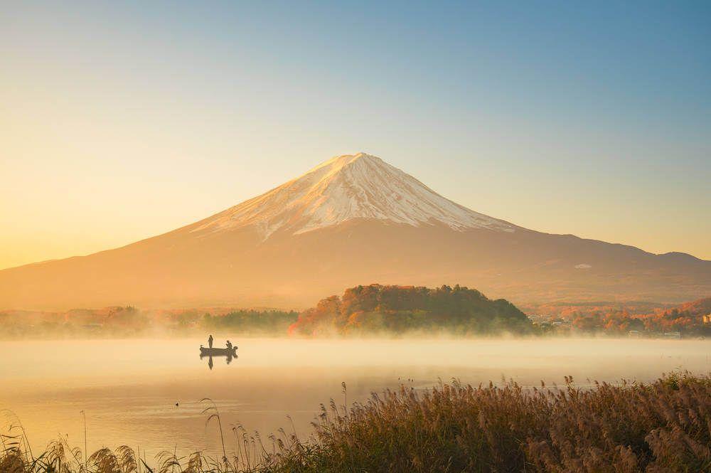 een bootje op het meer van Mount Fuji