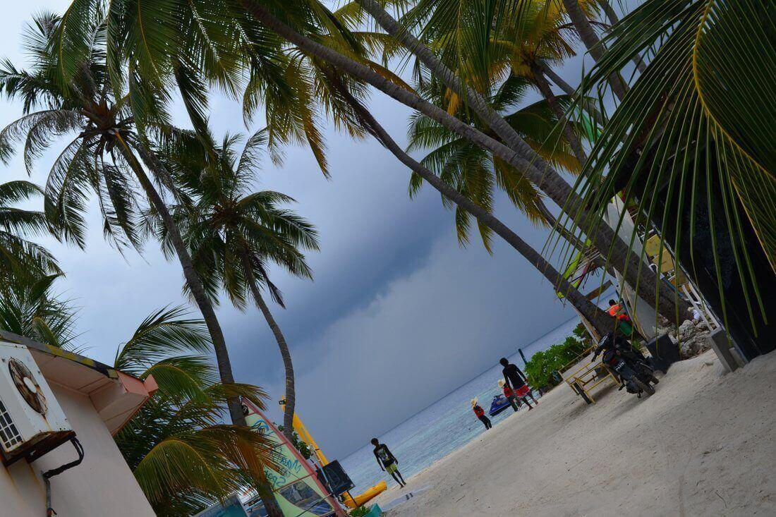 Regenwolken op Maafushi