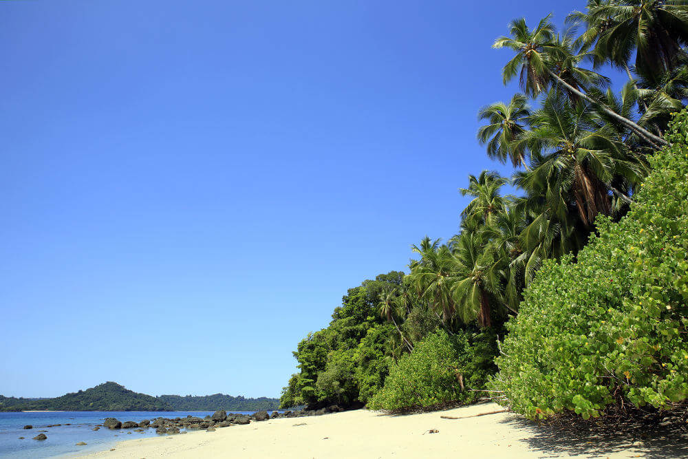 Het strand van Coiba national park