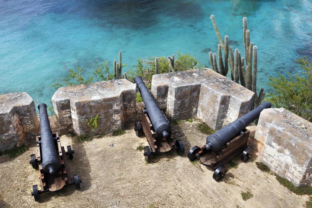 Uitzicht vanaf Fort Beekenburg in Curacao