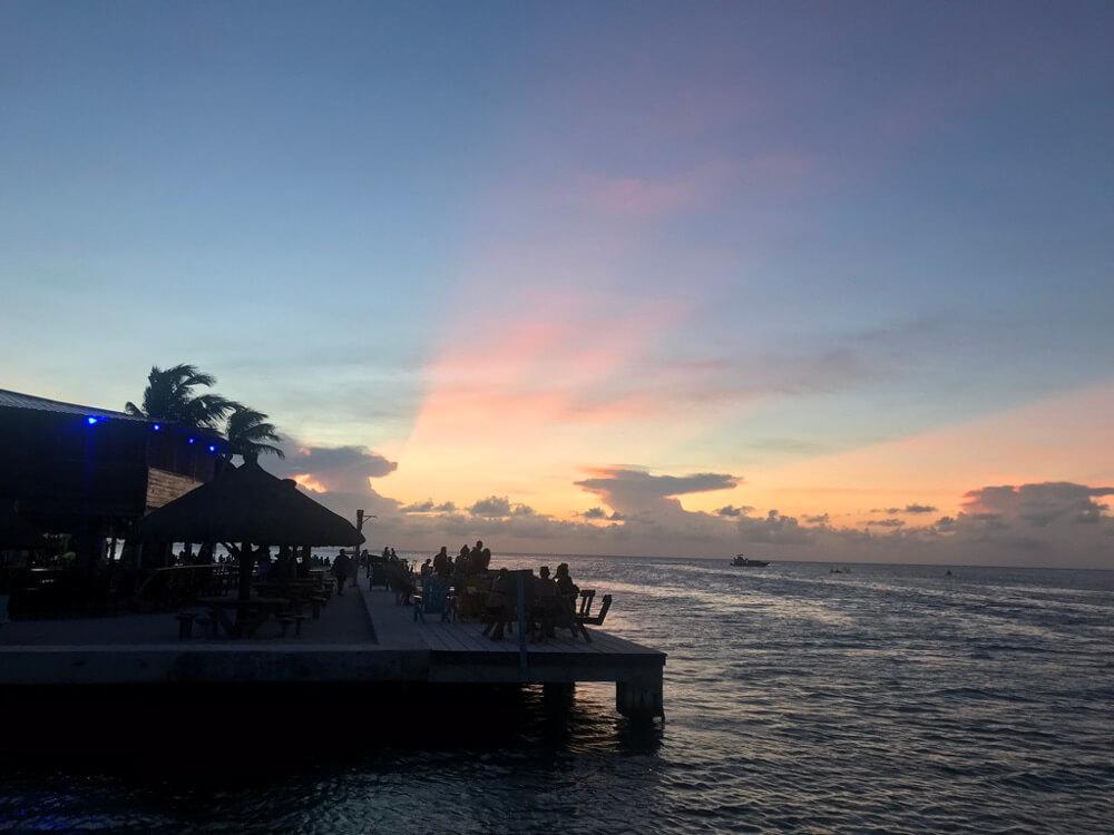 Zonsondergang bij The Split op Caye Caulker
