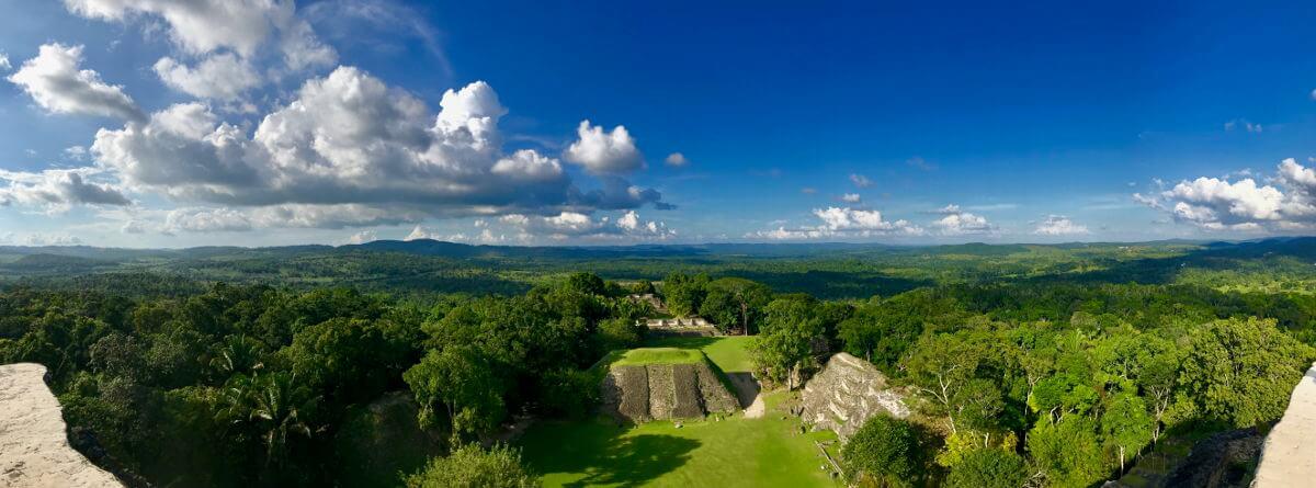 Panorama uitzicht vanaf Xunantunich