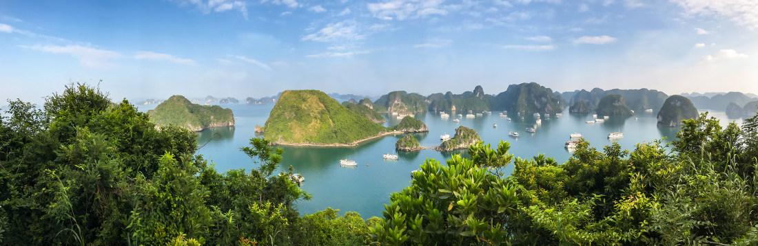 Panoramafoto van uitzicht Halong Bay