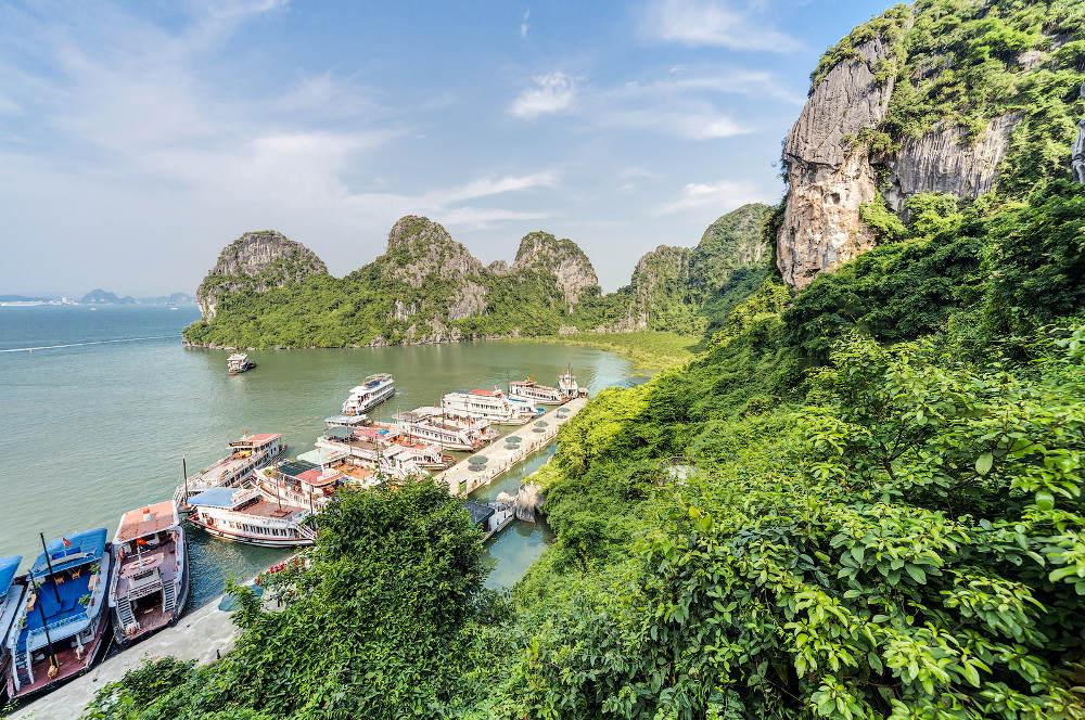 Boten aangemeerd in Ha Long Bay