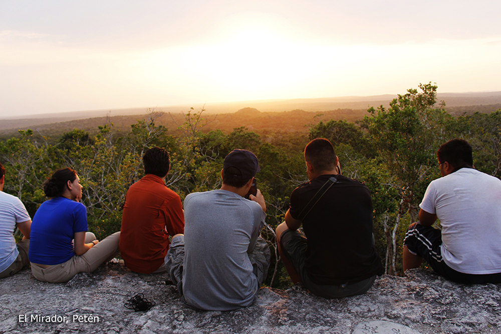 genieten van het uitzicht tijdens de El mirador Hike