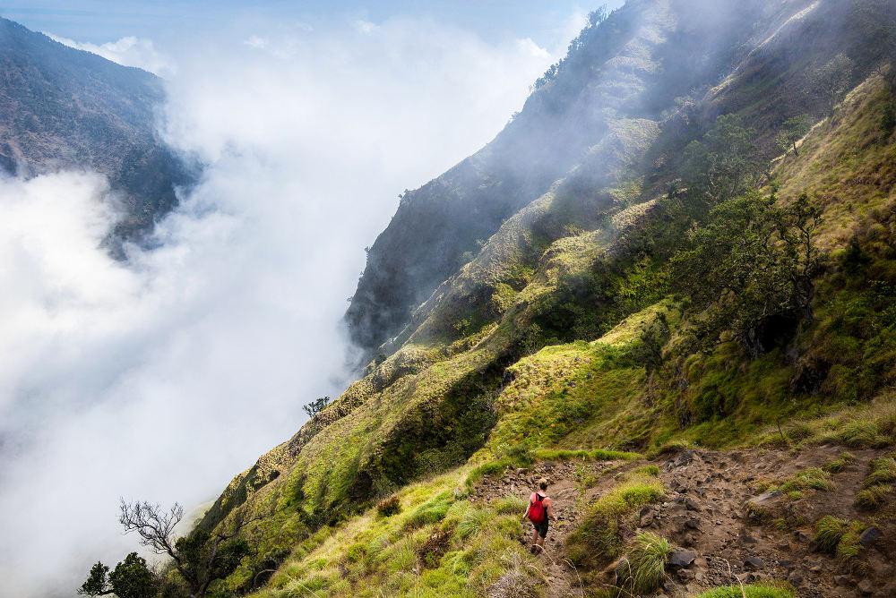 wandelaar tijdens het beklimmen