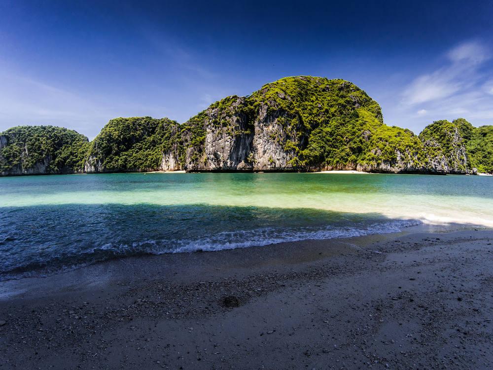 Strand in Lan Ha Bay, Vietnam