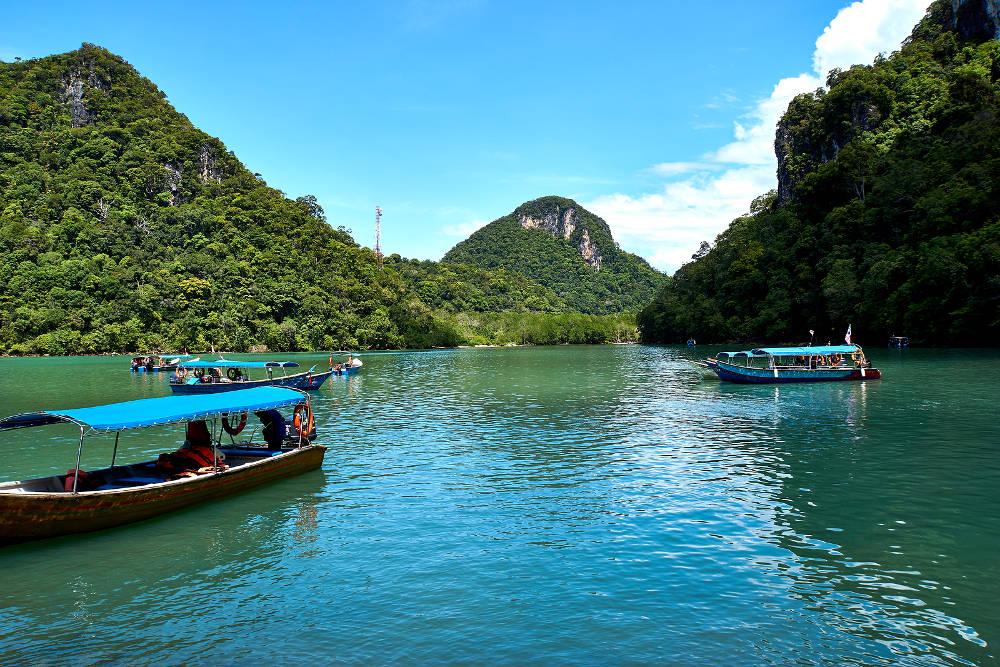 Lokaal bootje bij een van de eilanden