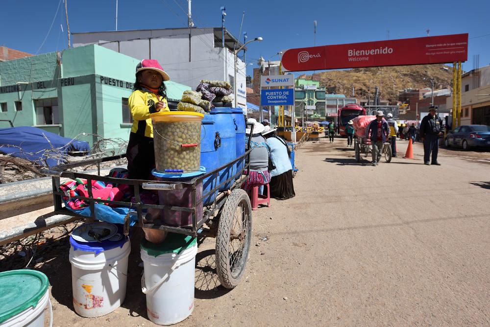 border Desaguadero Bolivia