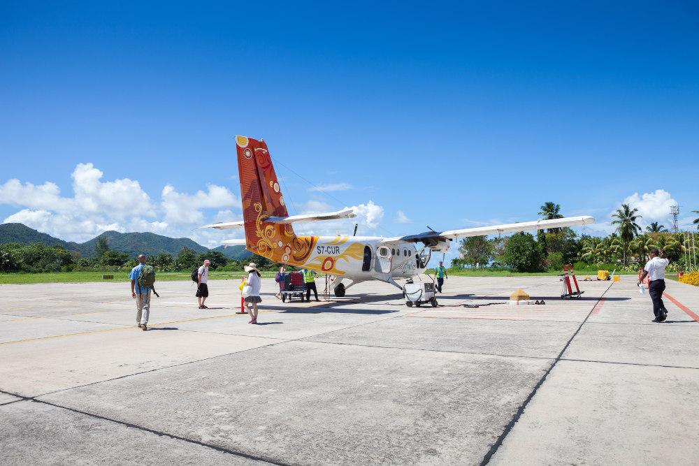airplaine-Praslin-Seychelles