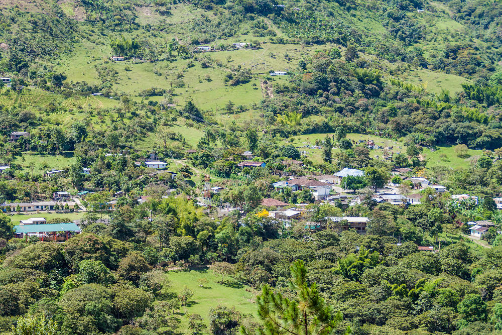 Pisimbala village in de heuvels van San Andres